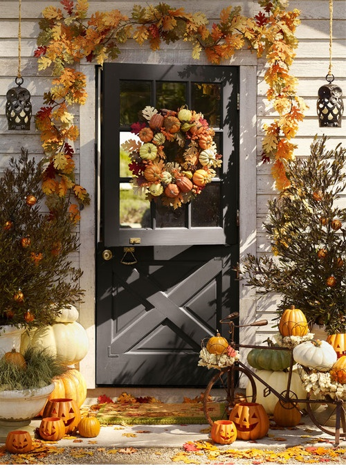 67 cute and inviting fall front door d cor ideas digsdigs for Pictures of fall decorations for outdoors