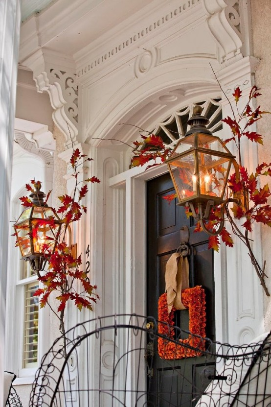 67 cute and inviting fall front door d cor ideas digsdigs for Decoration porte halloween