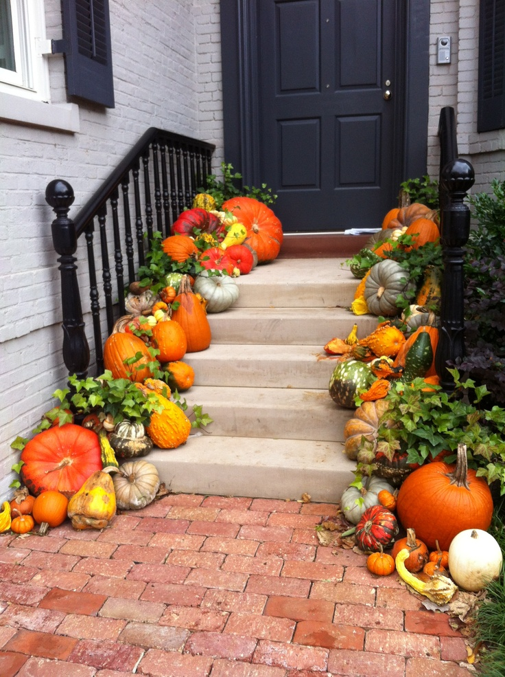 47 cute and inviting fall front door d cor ideas digsdigs - Pumpkin decorating ideas autumnal decor ...