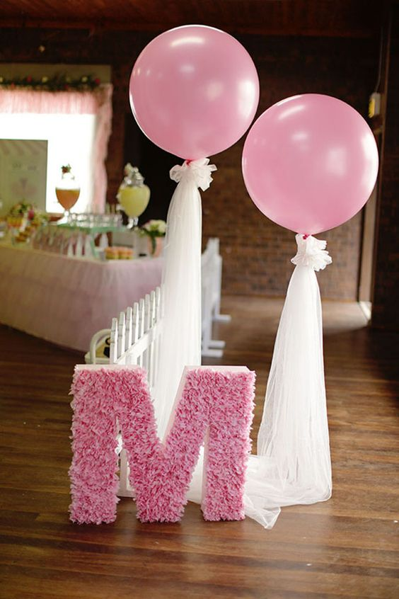 36 cute balloon d cor ideas for baby showers digsdigs for Balloon decoration accessories