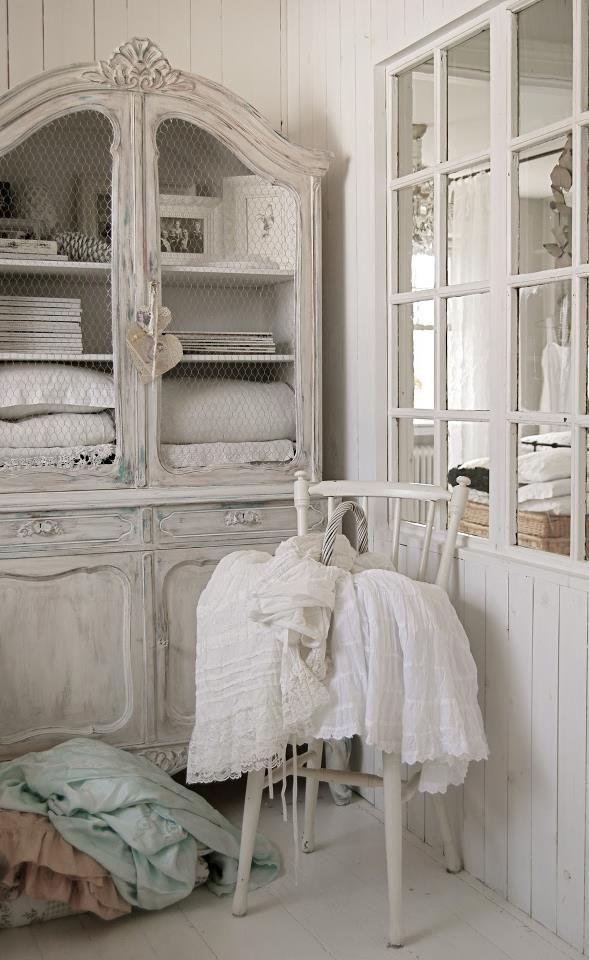 28 lovely and inspiring shabby chic bathroom d cor ideas - Dormitorio shabby chic ...