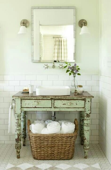 28 lovely and inspiring shabby chic bathroom d cor ideas - Meuble salle de bain retro chic ...