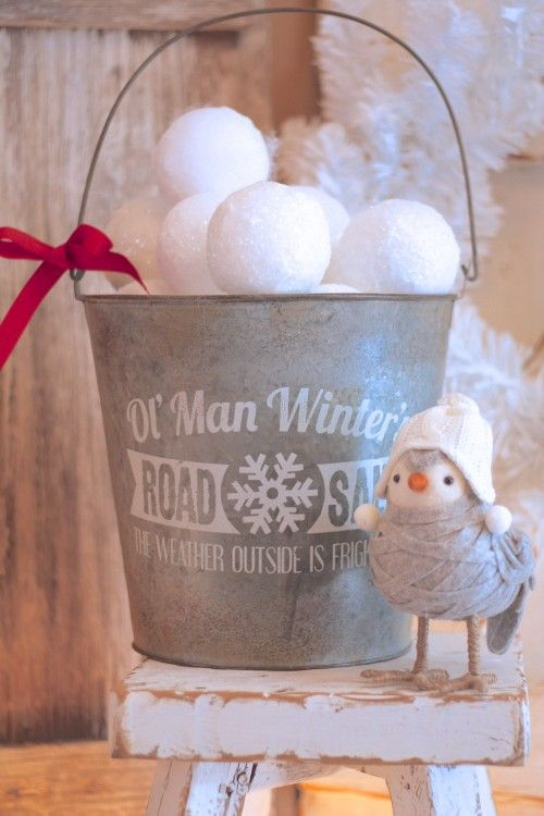 32 Cute Snowball Décor Ideas For Winter Holidays - DigsDigs