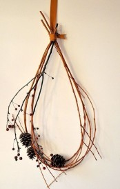 a simple and all-natural fall decoration – a twig or branch wreath with berries and pinecones is very easy and fast to make