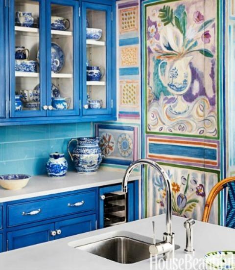 Dazzling Blue Kitchen Design For Those Who Love Vivid Colors