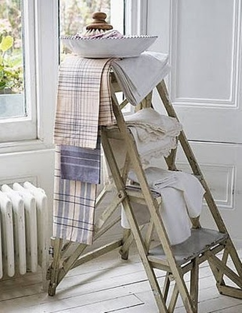 36 d cor ideas with ladders vintage charm with space for Escalera toallero ikea