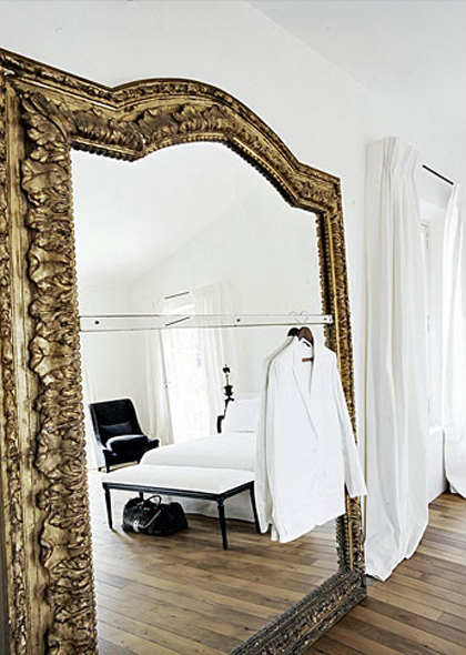 33 cool idea to use big golden mirrors for your decor for Large decorative floor mirrors