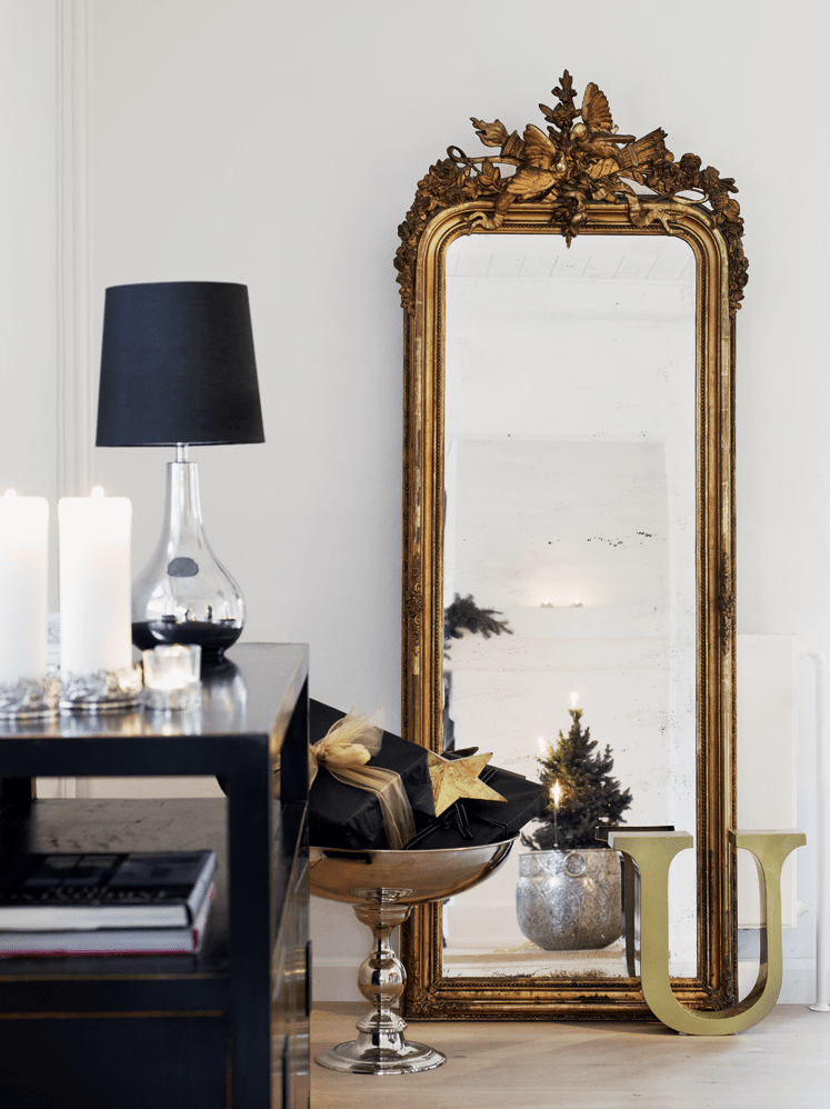 33 cool idea to use big golden mirrors for your decor for The floor decor