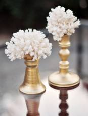 corals on gold stands is a refined and glam idea to decorate your space with a seaside feel