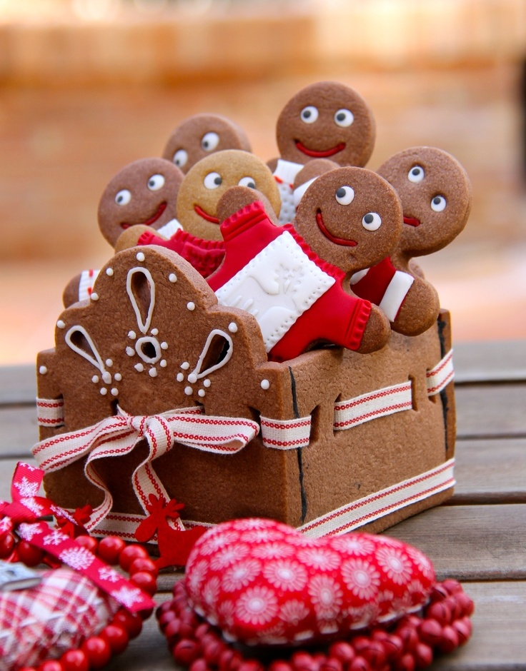 32 Delicious Gingerbread Christmas Home Decorations | DigsDigs