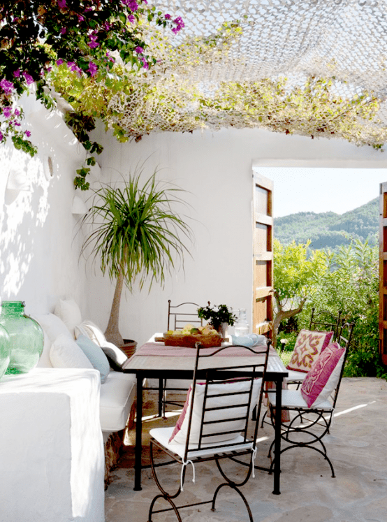 25 delightful mediterranean outdoor areas digsdigs - Decoracion patios exteriores ...