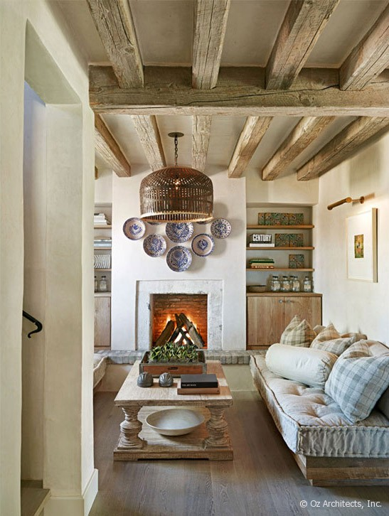 Desert farmhouse with warm traditional and rustic Rustic chic interior design