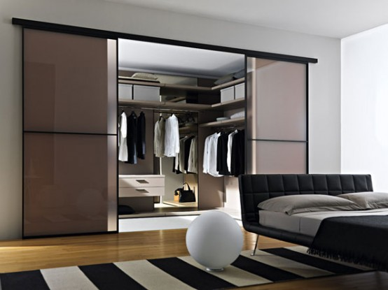Mobili walk in closet with glass doors 2 554x415 modern closet doors