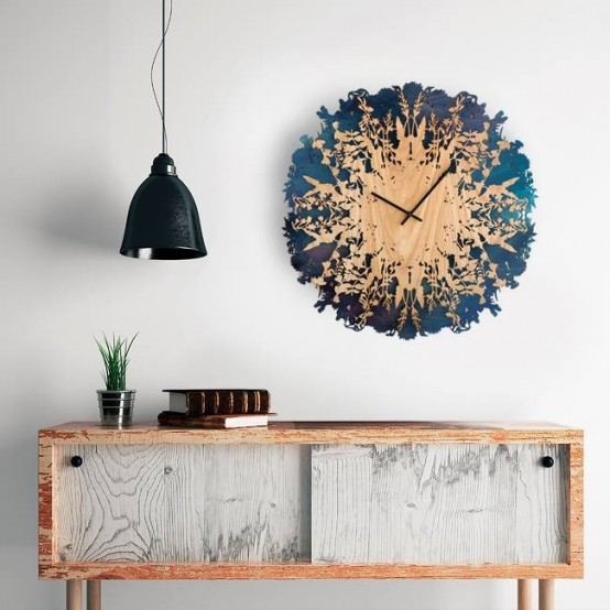 Dramatic And Eye Catching Botanical Inspired Clock