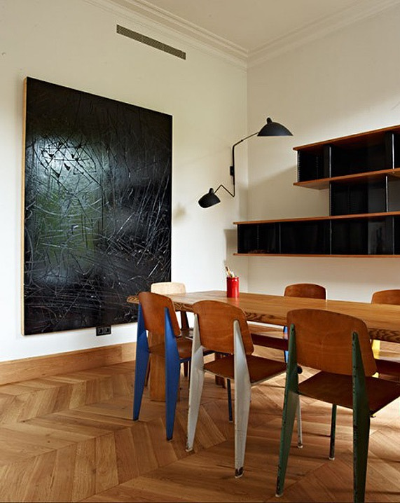 Dramatic Mid-Century Modern Apartment In Barcelona | DigsDigs