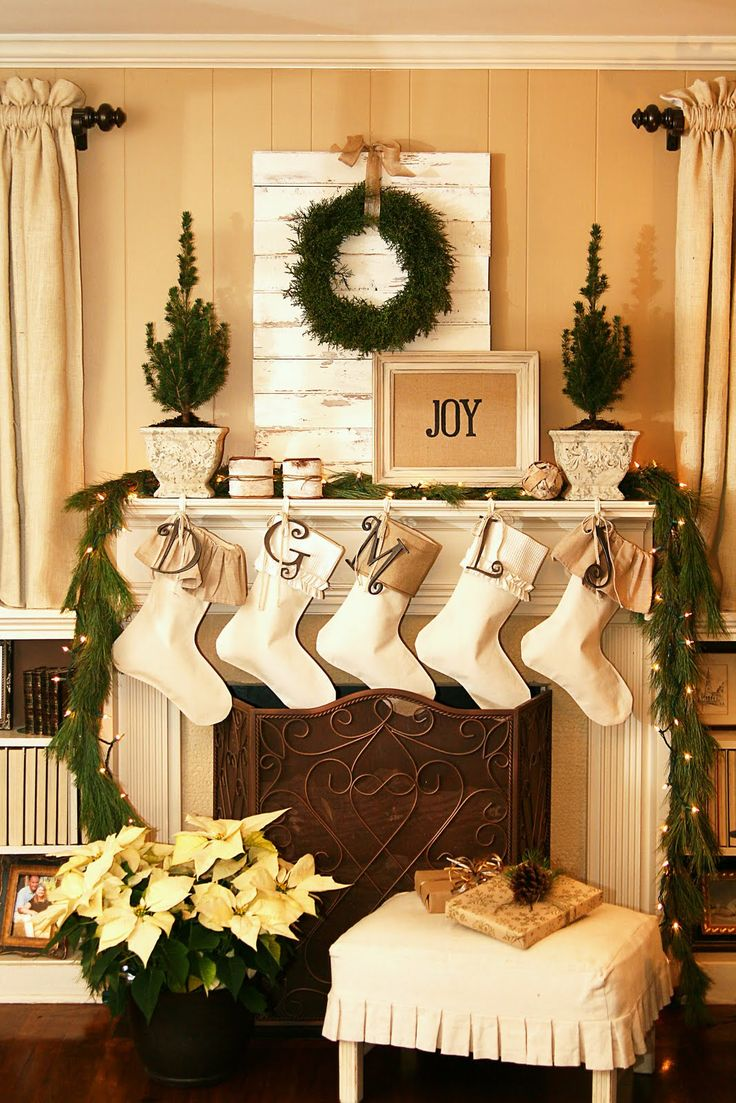 55 dreamy christmas living room d cor ideas digsdigs for Christmas decorations