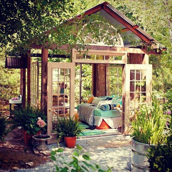 26 dreamy outdoor bedroom oasis designs digsdigs for Exterior house design for small spaces