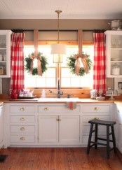 easy-tips-for-creating-a-farmhouse-kitchen-20