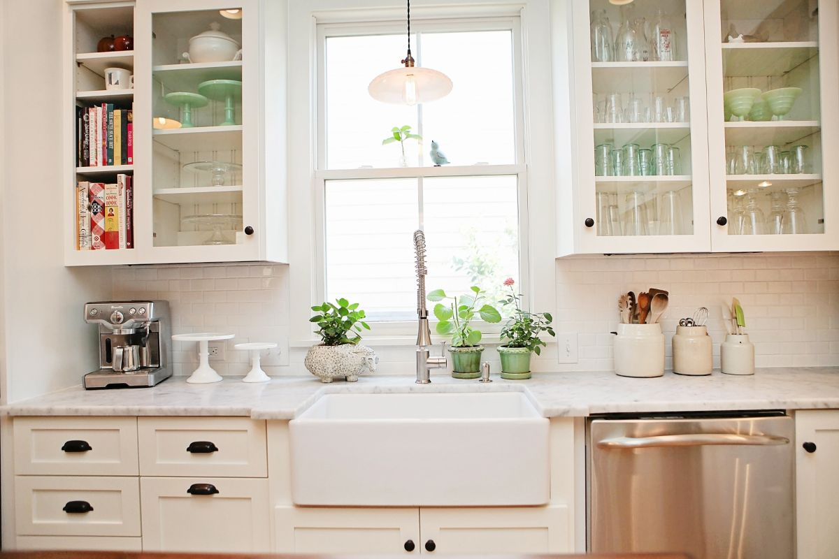 Picture Of easy tips for creating a farmhouse kitchen  8