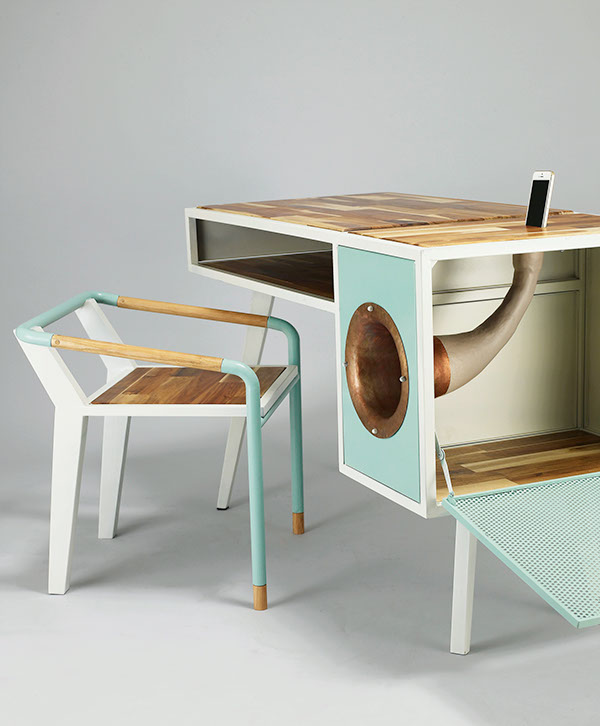 Eccentric Soundbox Desk With A Built-In Docking Station