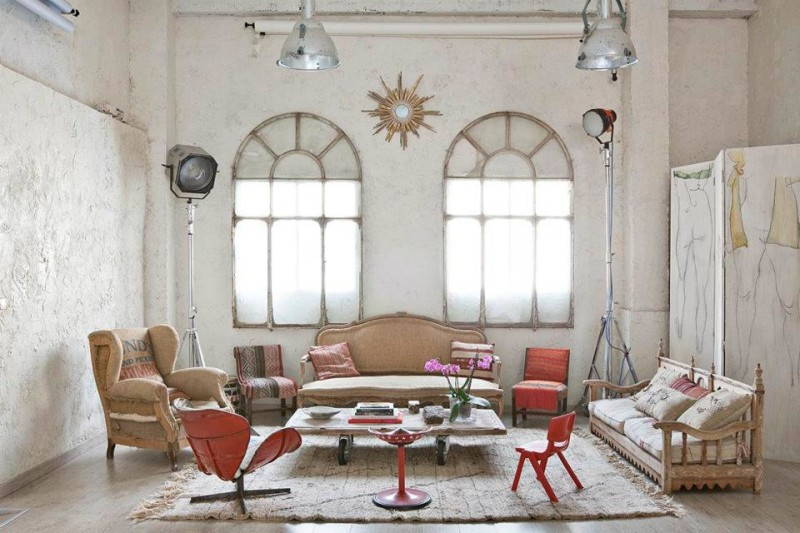 Eclectic White Loft With Artistic Influence In Design