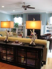 table lamps of driftwood and simple lampshades are amazing for rocking in your beach house, make some yourself