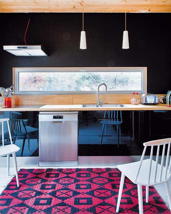 Environmentally Friendly Kitchen Cabinets: Eco-Friendly Forest House With Eclectic Interiors