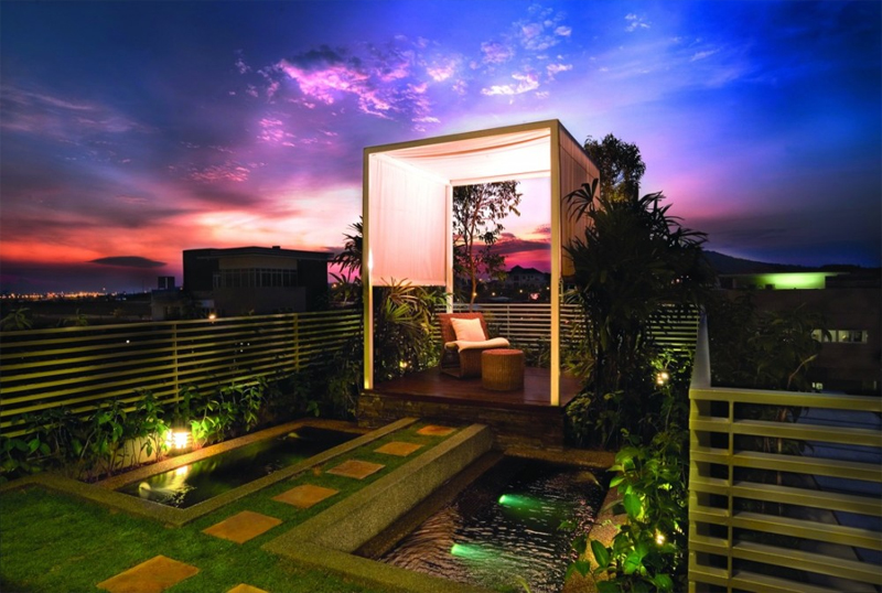 Tropical House Design With Cool Rooftop Garden And Canopy