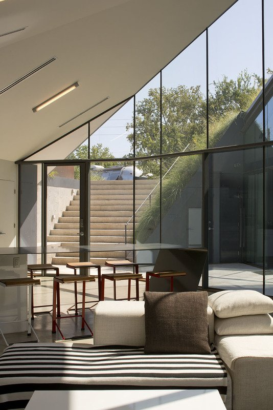 Edgeland Residence Inpired By Traditional American Dwellings