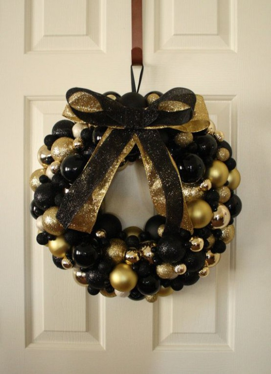 36 Super Elegant Black And Gold Christmas Décor Ideas - DigsDigs
