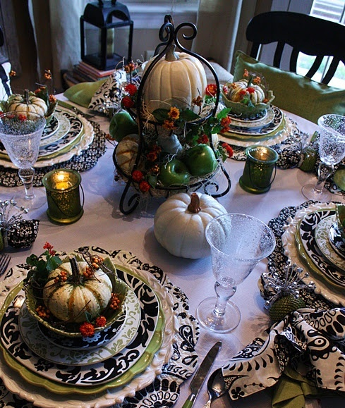 Elegant Black And White Thanksgiving Decor Ideas
