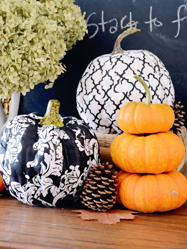 Elegant Black And White Thanksgiving Decor Ideas