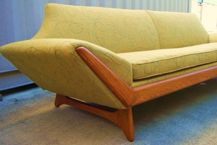 35 elegant mid century sofas for your interior digsdigs for Mid century modern sofas