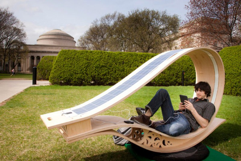Energy Effective Lounge Chair To Charge Your Devices