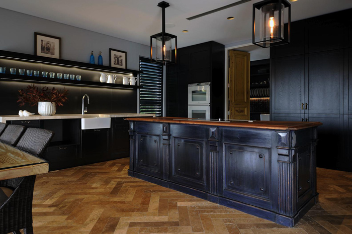 Exquisite Black Kitchen Design With A Vintage Feel