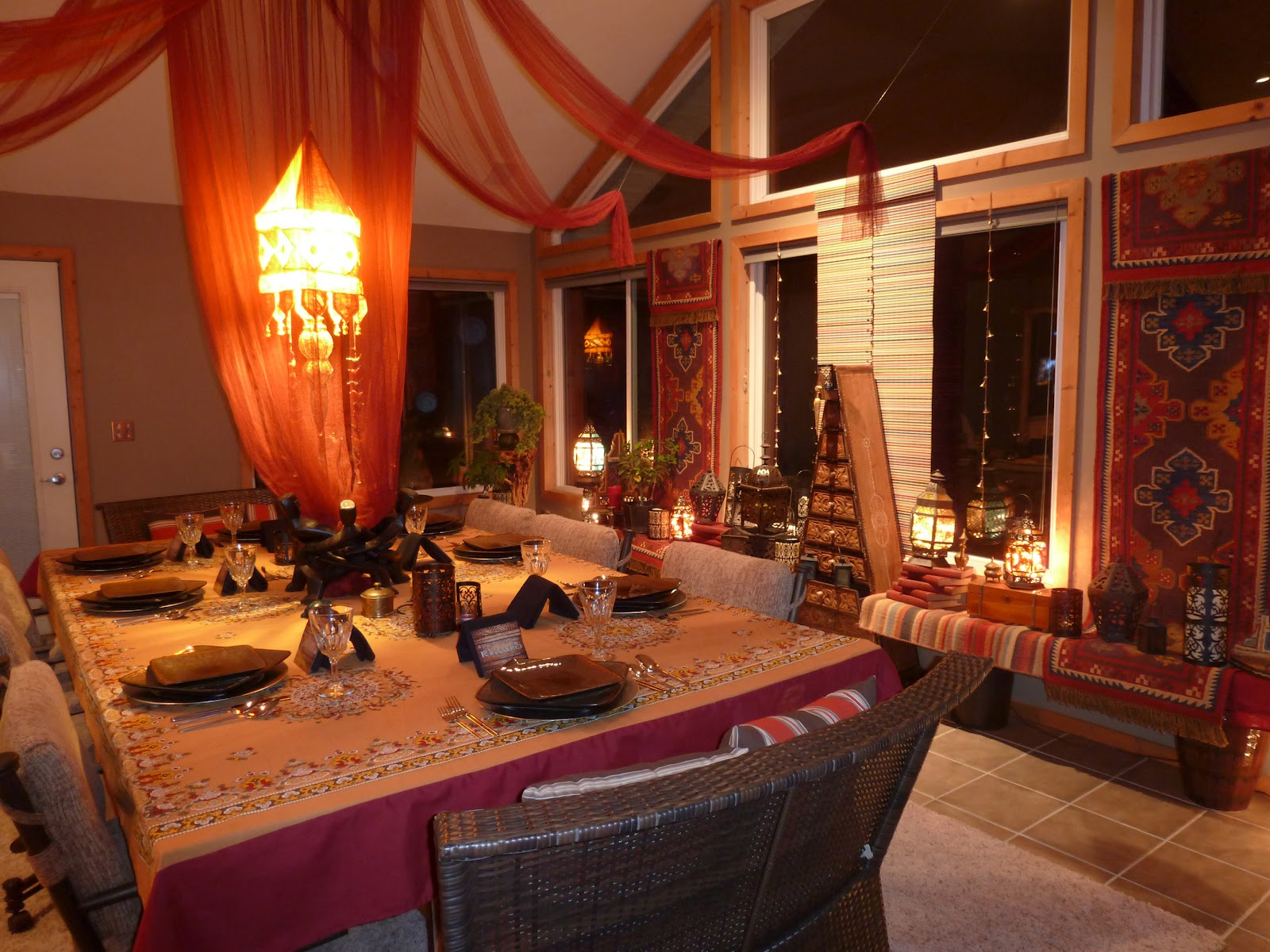 33 exquisite moroccan dining room designs digsdigs for Dining room theme ideas