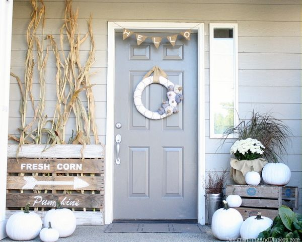 white pumpkins paired with white blooms and husks will make your front porch look rustic and fall like
