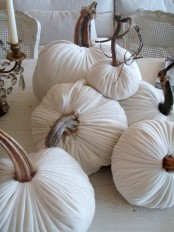 white velvet pumpkins and candles will decorate your space in a refined and chic way and will last as long as you want