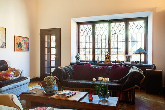 Extremely Large Townhouse With Very Traditional Interior