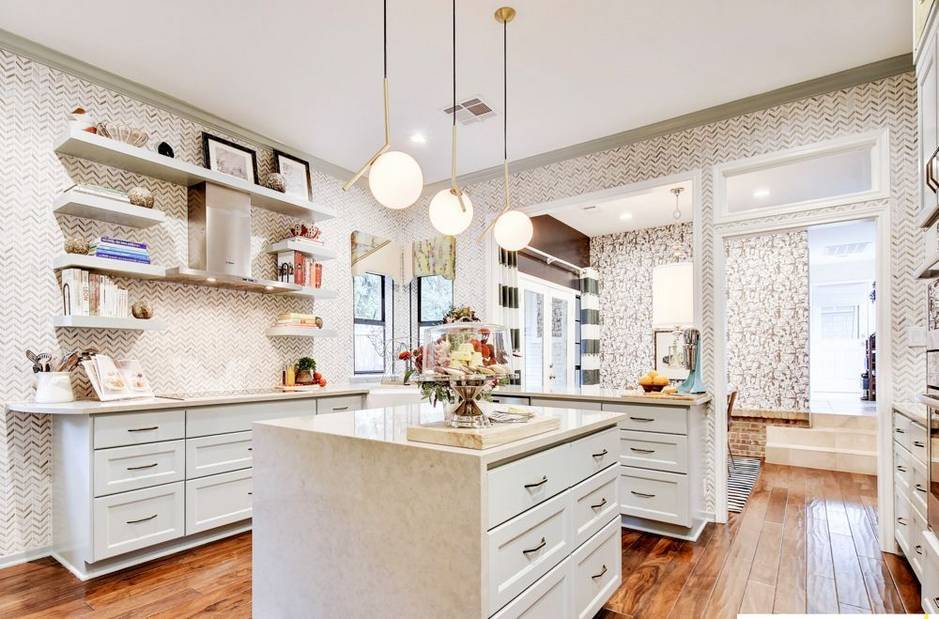 Eye-Catchy Glam Kitchen Design In A Mix Of Patterns