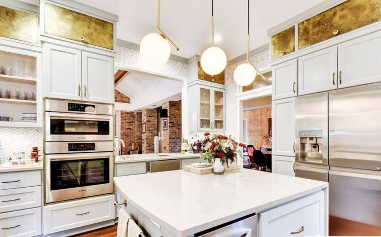 Eye Catchy Glam Kitchen Design In A Mix Of Patterns