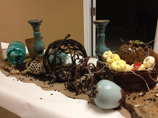 brigth fauux pumpkins and neutral fresh ones, vintage candleholders and vases for fall home decor