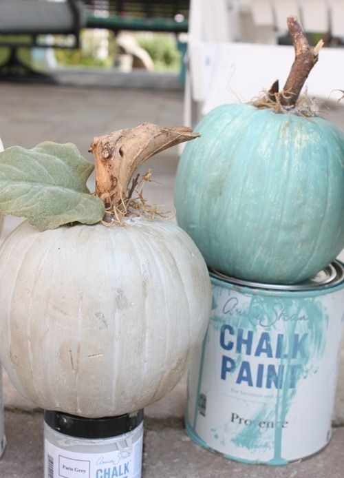 neutral and blue chalk painted pumpkins are perfect for the fall and can make your space ultimate