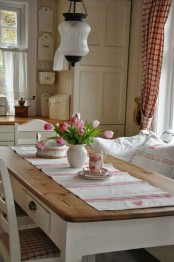 a traditional farmhouse dining area with white wood, a dining set and checked textiles