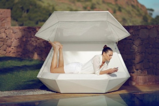Faz Daybed Equipped With Built-In Speakers - DigsDigs