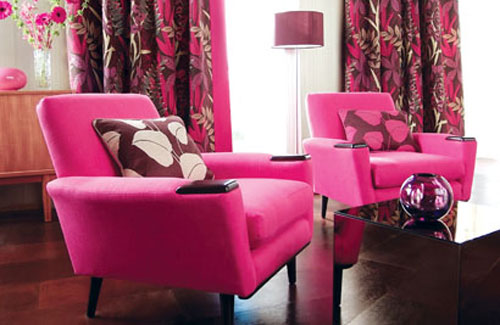 Feminine Living Room Design In Pink
