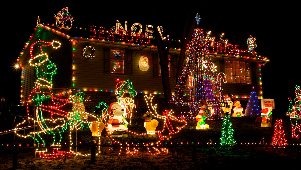 Christmas lights on Fiedler House - Top 10 Biggest Outdoor Christmas Lights House Decorations - DigsDigs
