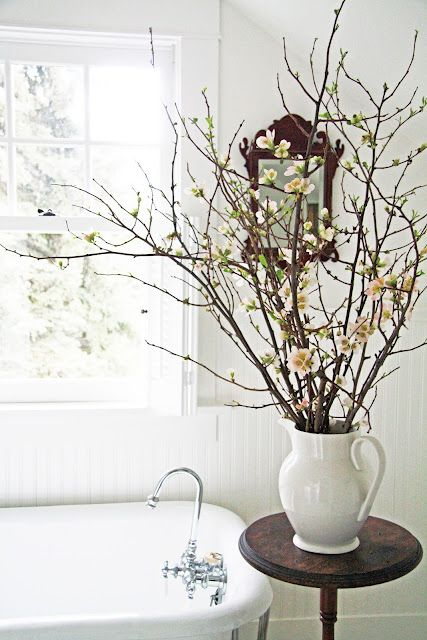 47 flower arrangements for spring home d cor digsdigs for Spring bathroom decor