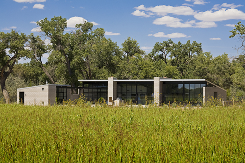 Sustainable House with Large Expanses Of Glass – Flyway View House by Jon Anderson