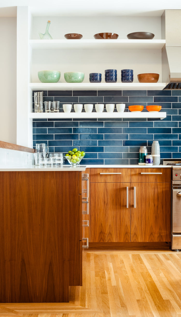 Fresh and modern kitchen update youll love 2 digsdigs for Modern kitchen updates